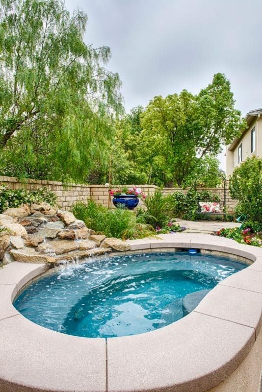 Outdoor pool living space